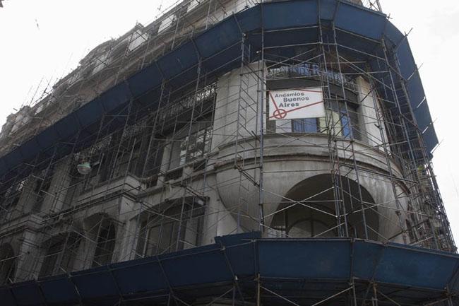 Andamiaje para restauracion de fachada - Av. de Mayo y San Jose