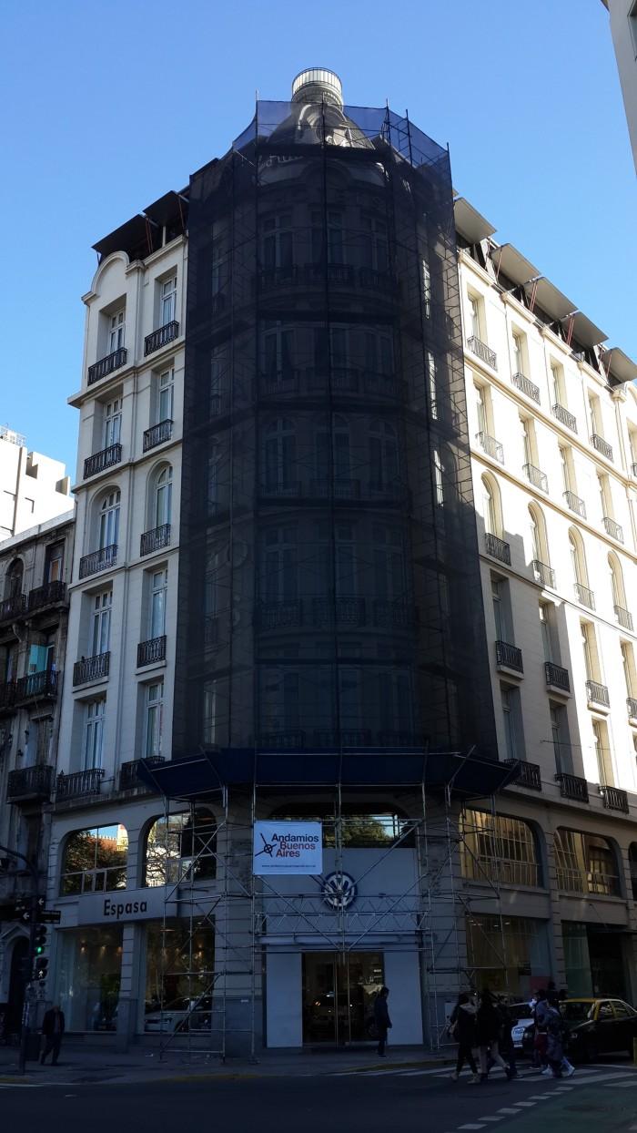 Estructura para restauración de fachada en ochava Alsina 1102