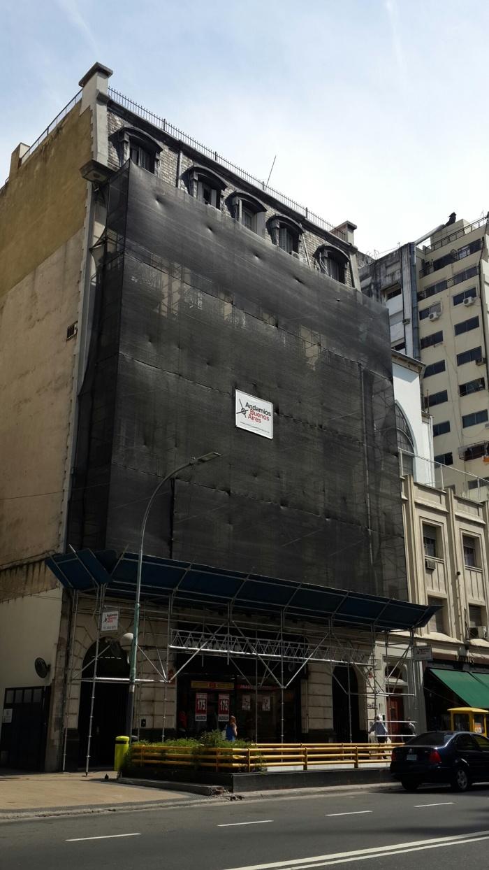 Estructura con protección peatonal